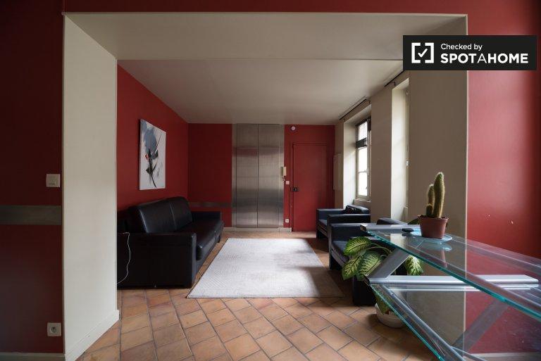 Studio apartment for rent in Paris 3