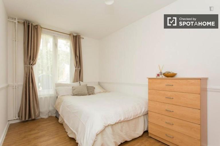 Elegant room in flat in Kensington, London