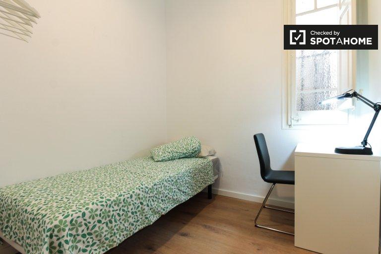 L'Hospitalet'te 4 yatak odalı dairede kiralık kızarmış ekmek odası