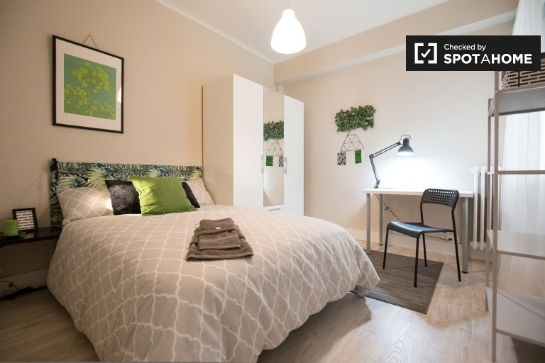 Double Bed in Rooms for rent in a beautifully renovated 4-bedroom apartment in Indautxu