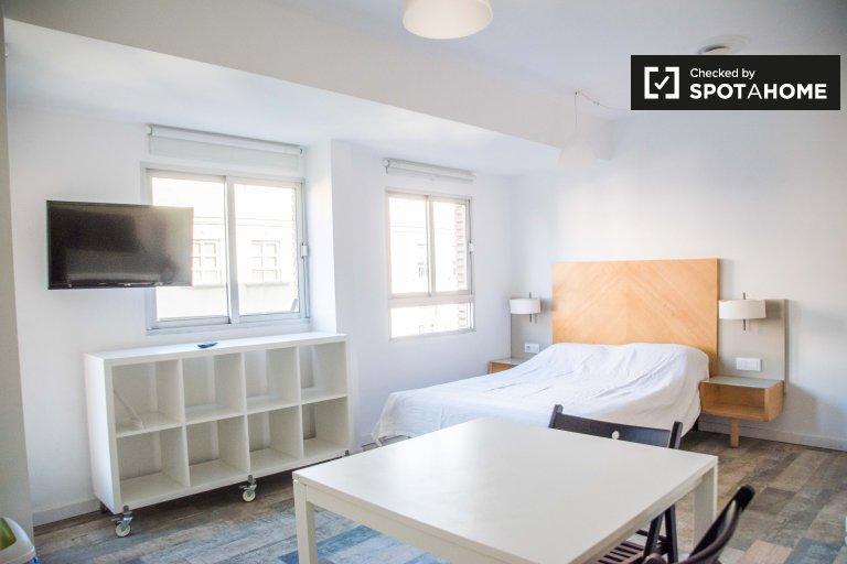 Bright studio apartment for rent in Camins al Grau, Valencia