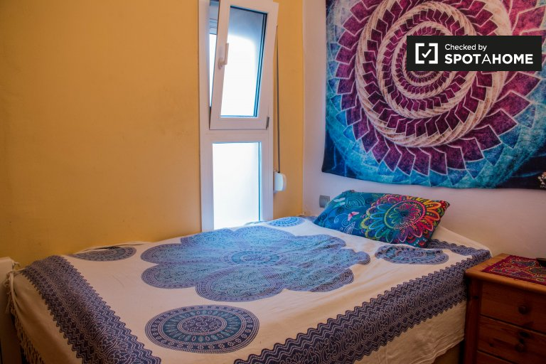 Chambre dynamique dans un appartement de 2 chambres à Horta-Guinardó