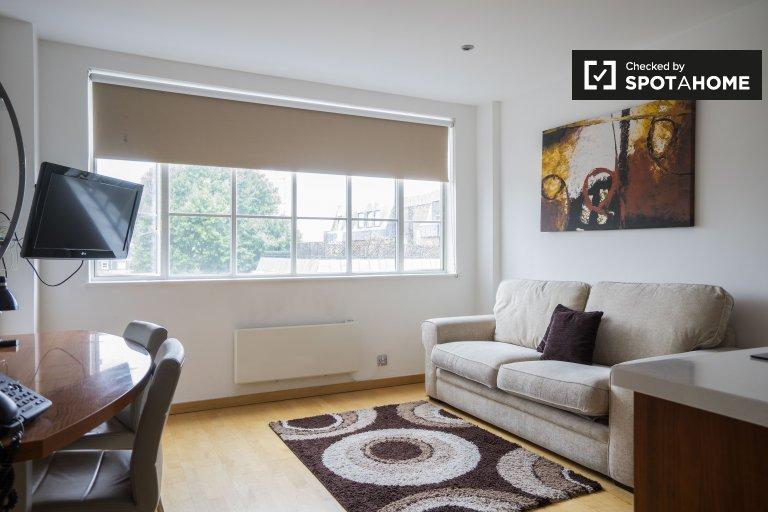 Uroczy apartament z 2 sypialniami do wynajęcia w Kensington w Londynie