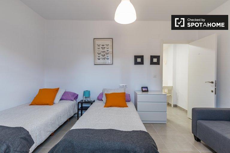 Chambre spacieuse dans un appartement de 3 chambres à Poblats Marítims