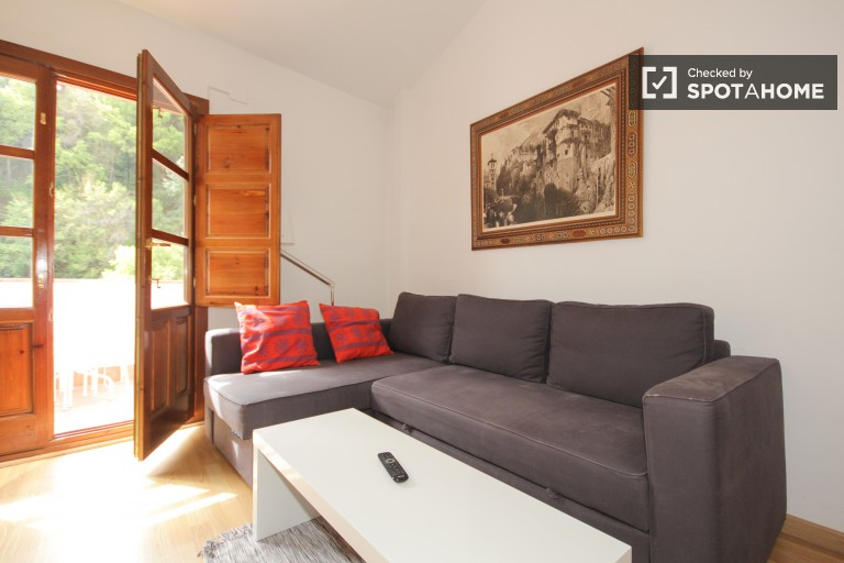 Comfortable 1-bedroom apartment with stunning views of the Alhambra