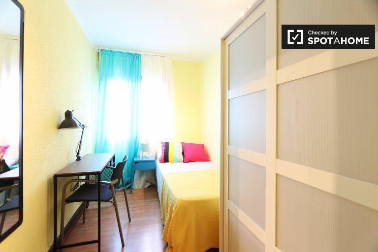 Cozy room 5-bedroom apartment in Puerta del Ángel, Barcelona