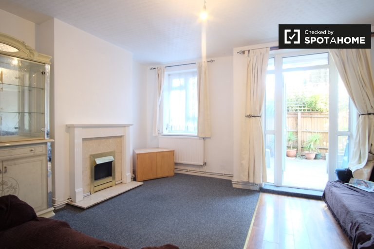 4-bedroom apartment to rent in Tower Hamlets, London
