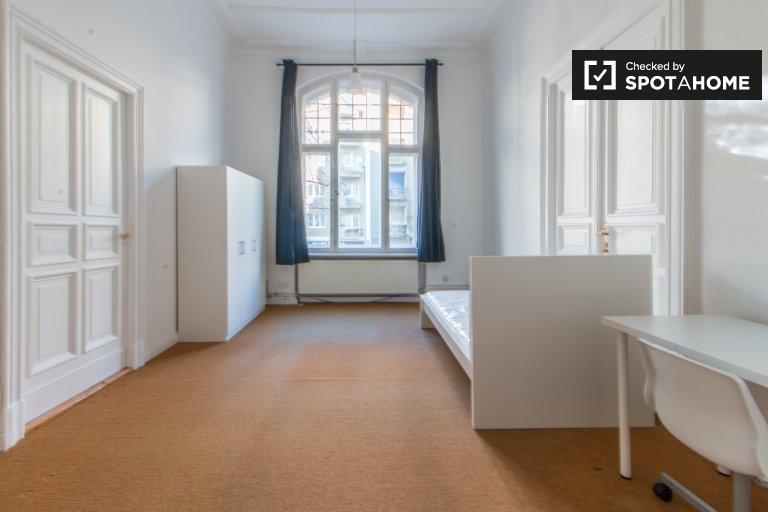 Berlin'in Tempelhof-Schöneberg'teki 6 odalı dairemizdeki oda