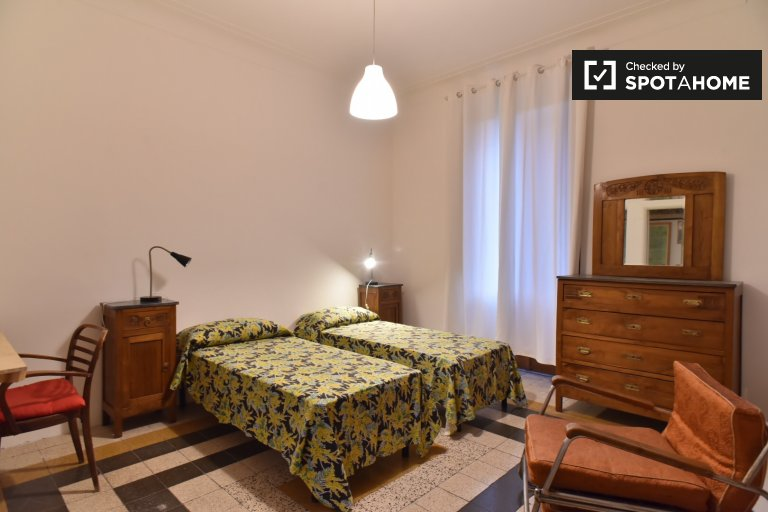 Room for rent in 3-bedroom apartment in San Giovanni, Rome