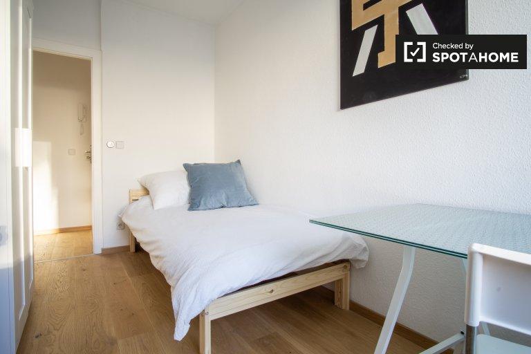 Niesamowity pokój w apartamencie w Treptow-Köpenick, Berlin