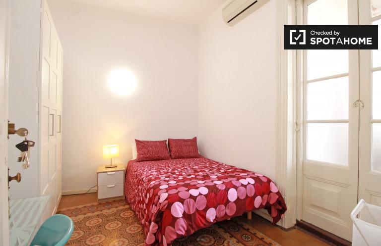 Huge room in 8-bedroom apartment in Barri Gòtic, Barcelona