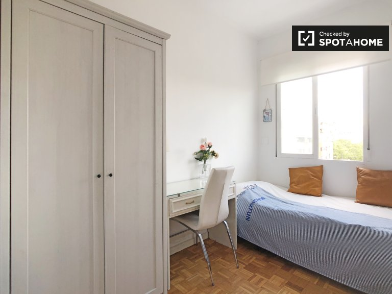 Parlak 3 yatak odalı daire Cuzco, Madrid'de kiralık oda