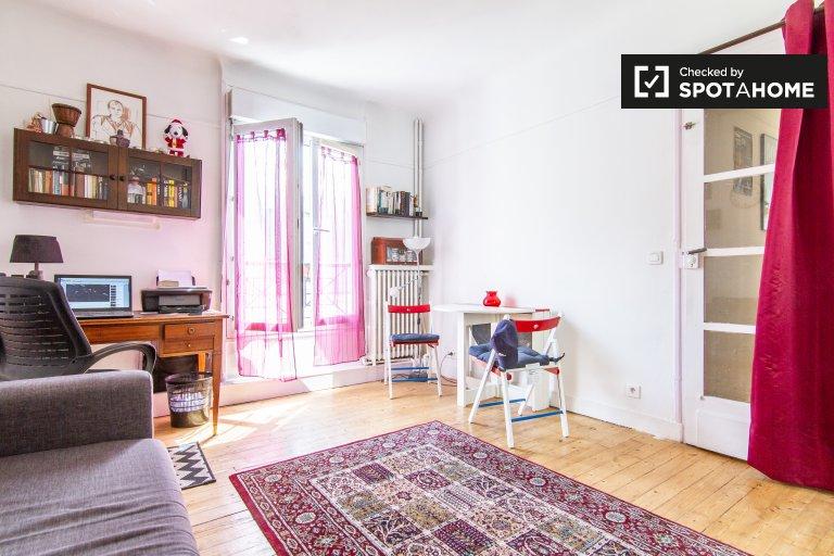 Room in 2-bedroom apartment in 8th arrondissement, Paris