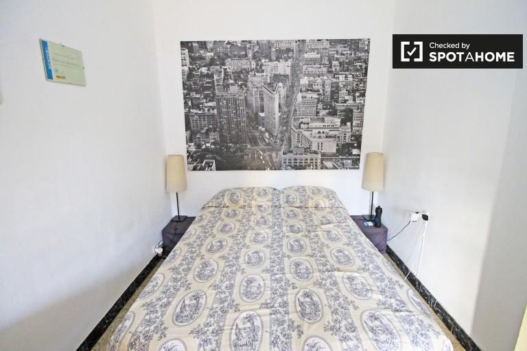 Se alquila habitación en piso compartido en Sant Antoni, Barcelona