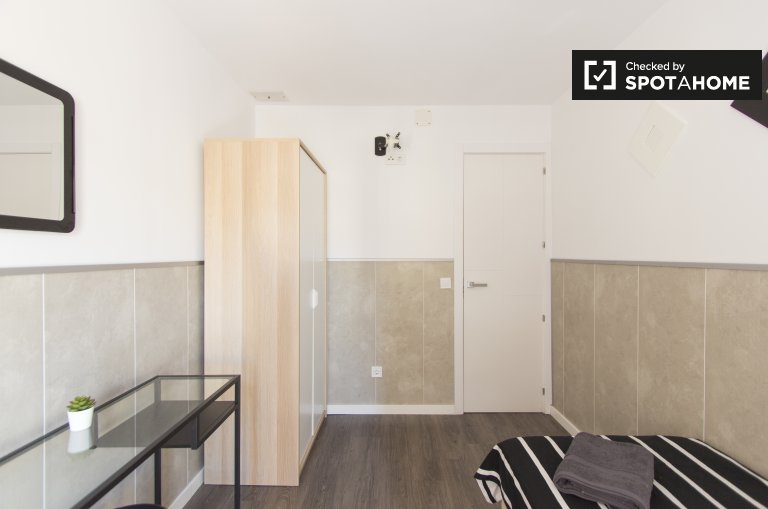 Room for rent in 4-bedroom apartment in Carabanchel, Madrid