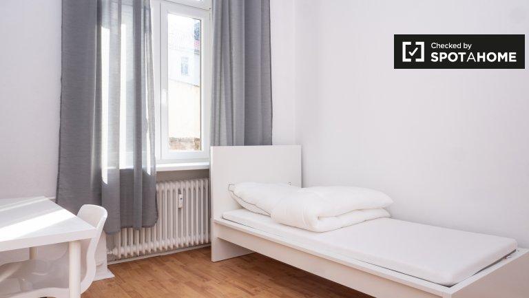 Gemütliches Zimmer in Wohnung mit 6 Schlafzimmern in Kreuzberg, Berlin