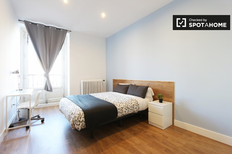 Bedroom 2 - double bed and balcony