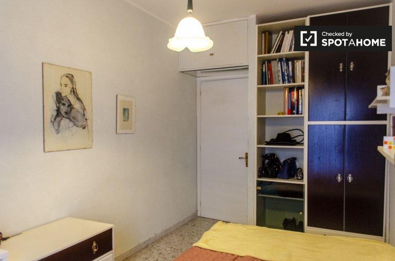 Fonte Ostiense'de 4 yatak odalı dairede kiralık oda