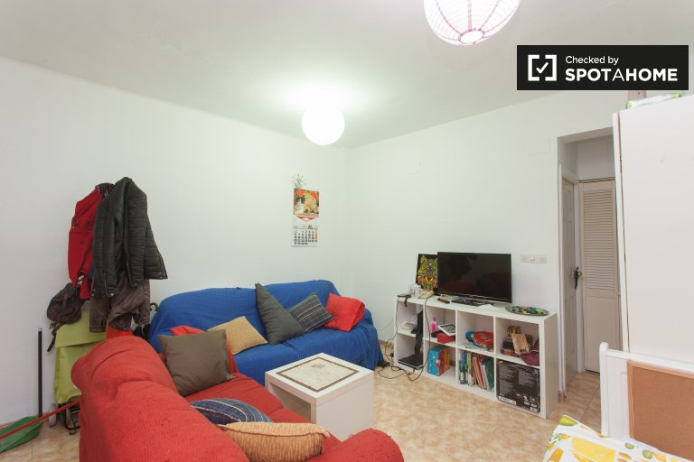 Furnished 2-bedroom apartment with terrace for rent in Centro