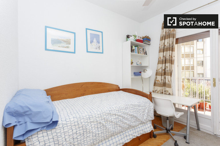 Ideal room in 4-bedroom apartment in Chamartín, Madrid