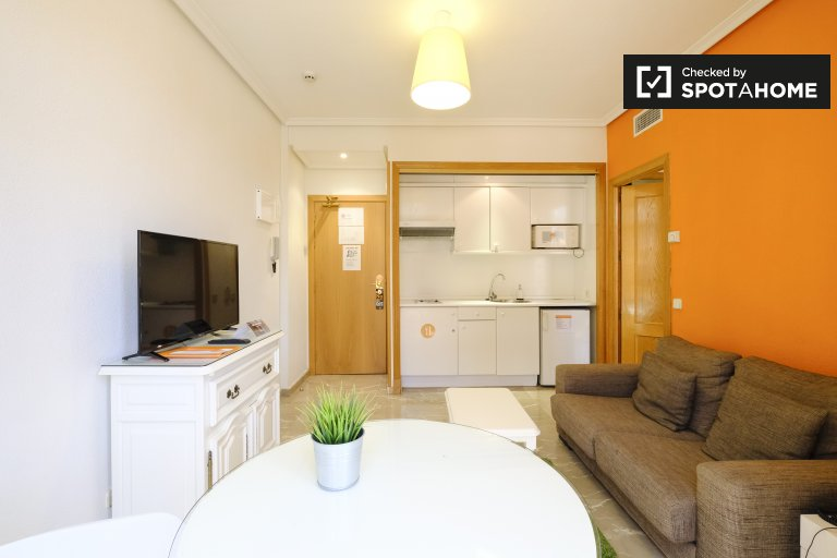 Appartamento in una residenza in affitto a Tetuan, Madrid