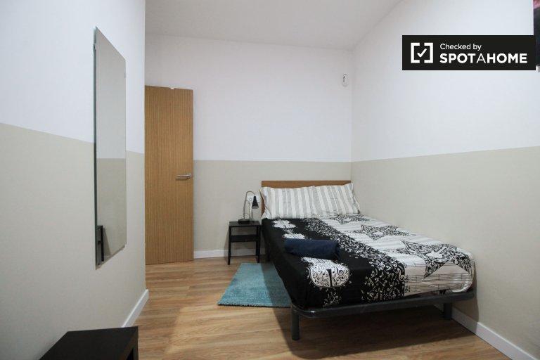 Geräumiges Zimmer zur Miete in 6-Zimmer-Wohnung, El Raval