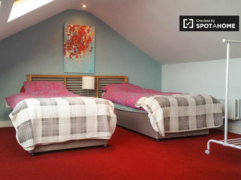Słoneczny pokój w domu z 4 sypialniami w Lucan, Dublin
