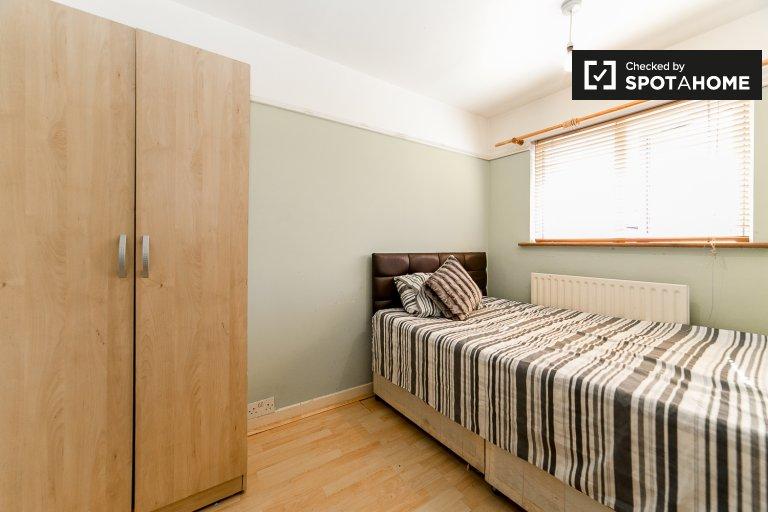 Przytulny pokój w 6-pokojowym domu w Poplar w Londynie