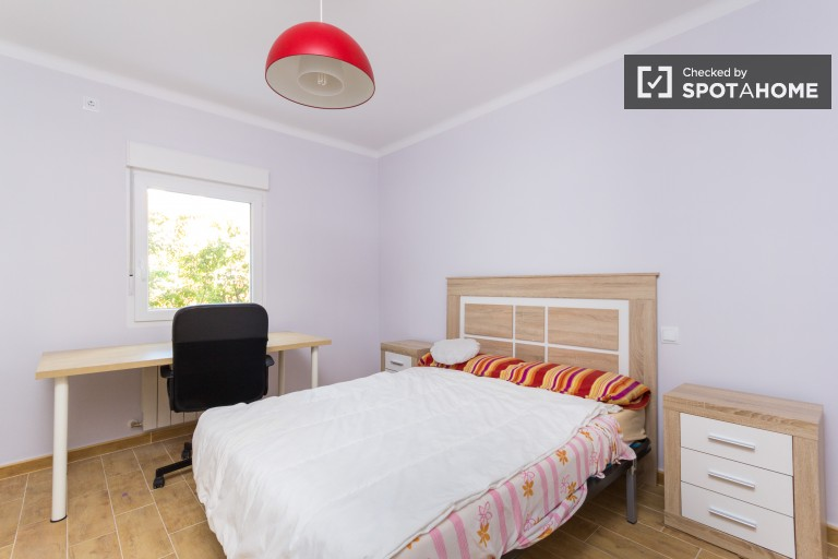 Furnished room in 3-bedroom apartment in Tetuan, Madrid