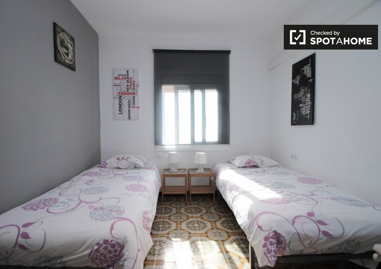 Cute room to rent in 3-bed apartment in Poblenou, Barcelona