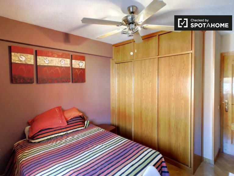 Umeblowany pokój z 2 sypialniami w Villaverde w Madrycie