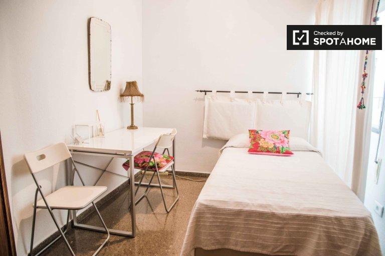 Słoneczny pokój w apartamencie z 3 sypialniami w Extramurs, Valencia