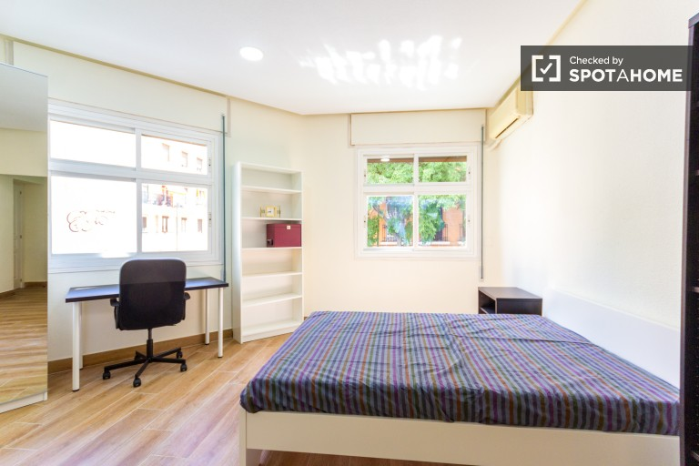 Sunny comfortable double bedroom 5