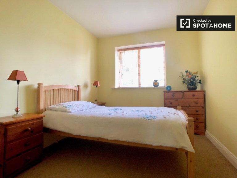 Espaçoso quarto para alugar, apartamento de 2 quartos, Lucan Dublin