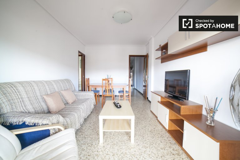 Affordable 3-bedroom apartment with balcony for rent in Nervión