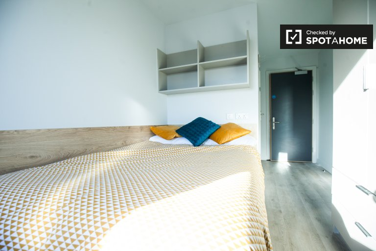 Chambre à louer dans un appartement de 7 chambres dans une résidence