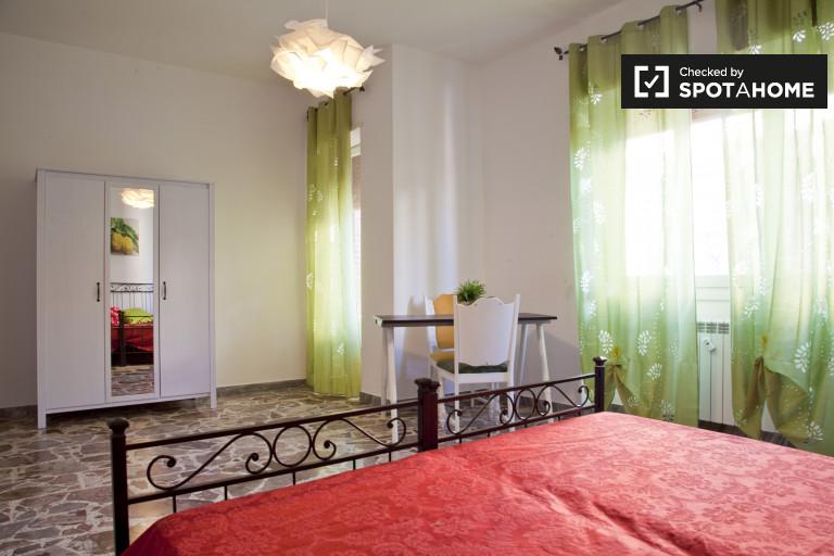 Cichy pokój w apartamencie z 3 sypialniami w Massimilla w Rzymie