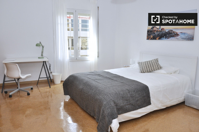 Double Bed in Rooms for rent in a stylish 8-bedroom apartment in Sant Gervasi