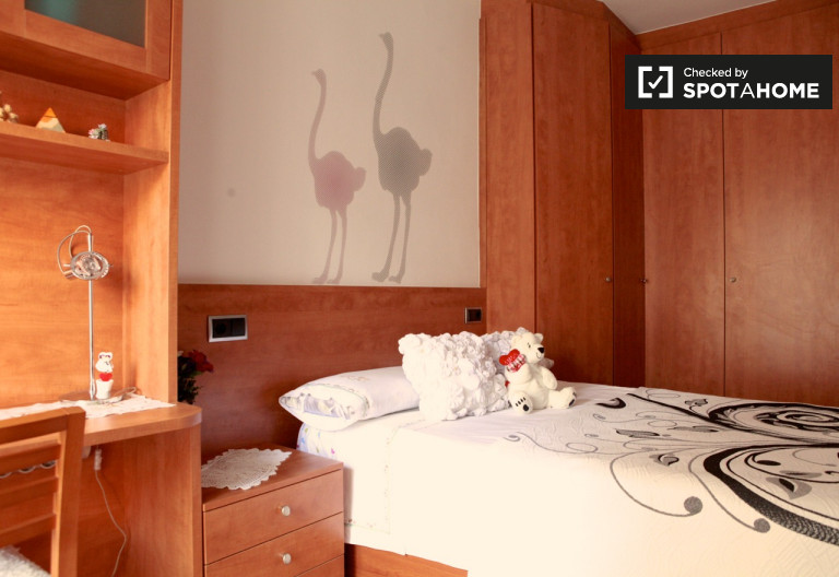 Huge room in 4-bedroom apartment in Sant Andreu, Barcelona