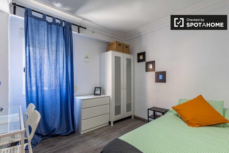 Habitación decorada en apartamento de 3 dormitorios en Rascanya, Valencia.