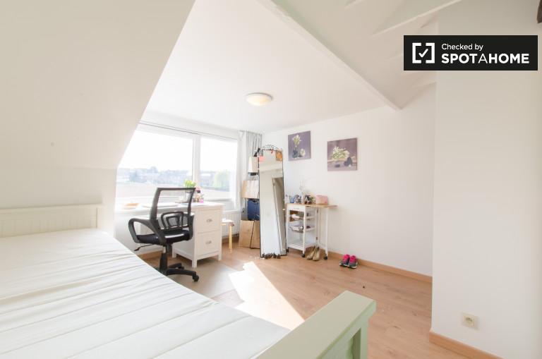 Grande chambre dans un appartement à Saint-Stevens-Woluwe, Bruxelles