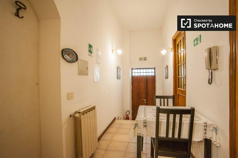 Semplice trilocale in affitto in zona La Pisana, Roma