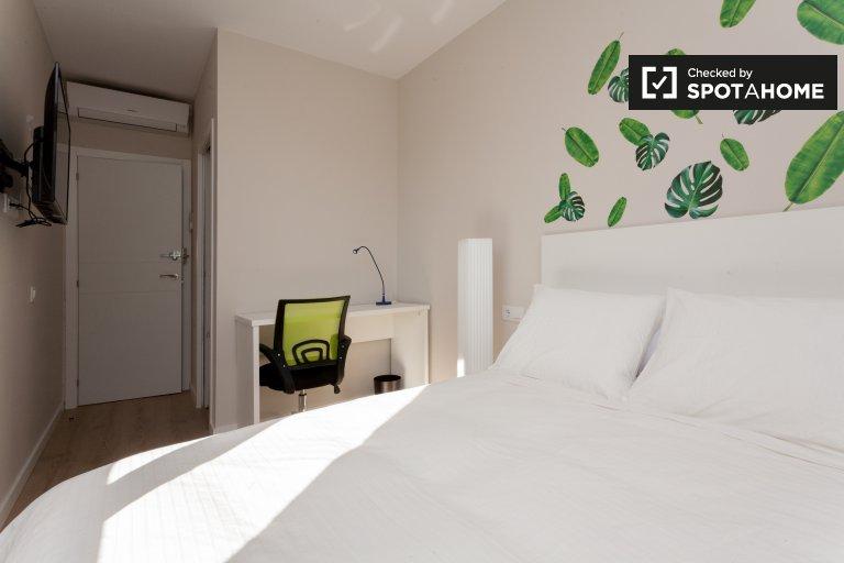 Bright room in 7-bedroom apartment in Sants, Barcelona