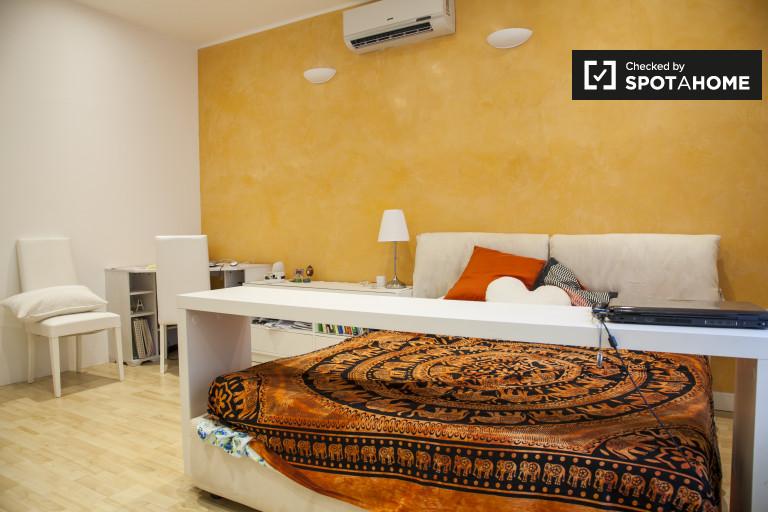 Umeblowany pokój w apartamencie w Quarto Miglio Miglio, Rzym