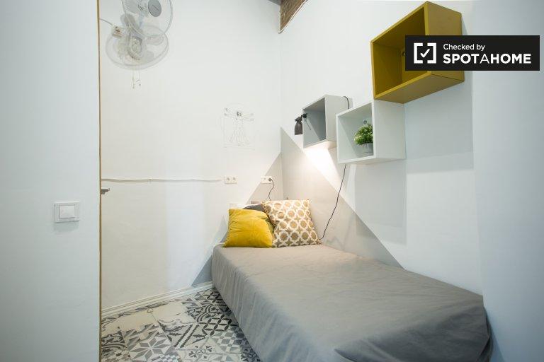 Camera arredata in appartamento con 3 camere da letto a Gràcia, Barcellona