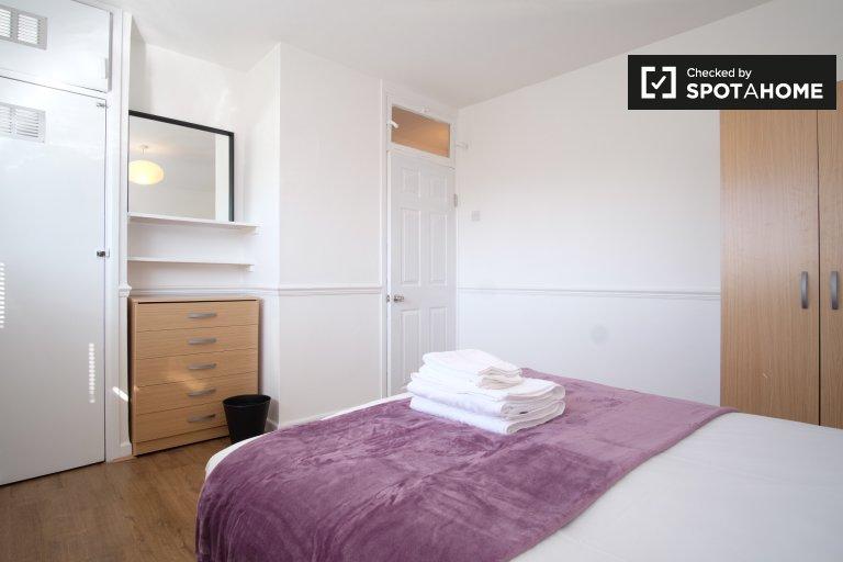 Nowoczesny apartament z trzema sypialniami do wynajęcia w Shoreditch w Londynie