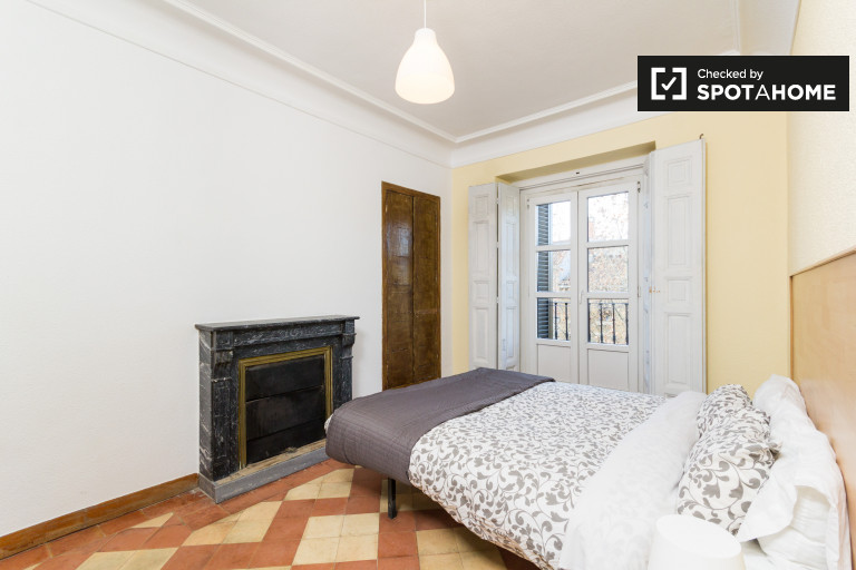 Lovely room in 9-bedroom apartment in Puerta del Sol, Madrid