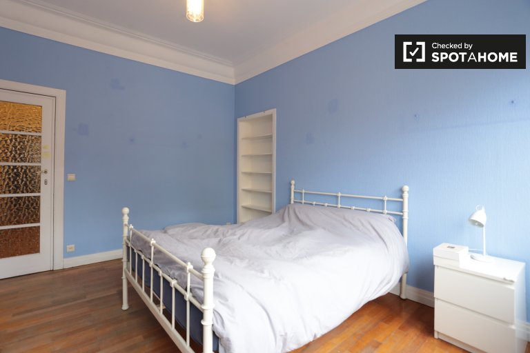 Grande chambre dans un appartement à Woluwe, Bruxelles