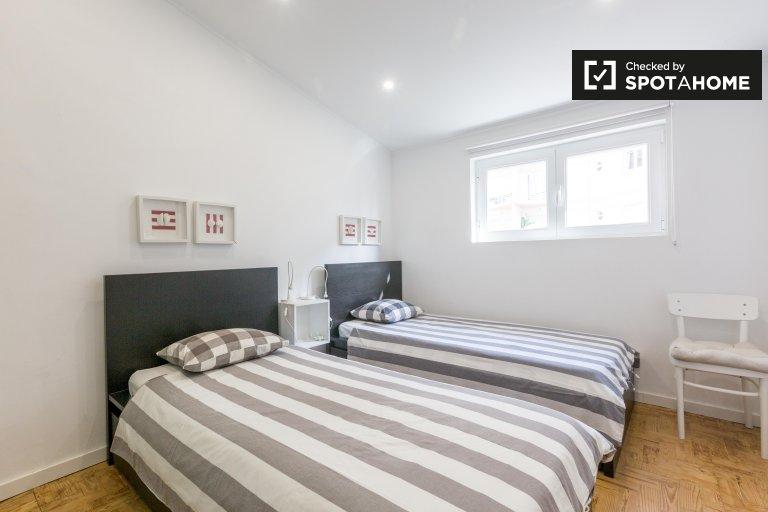 Gemütliches Zimmer in 4-Zimmer-Wohnung in Costa da Caparica