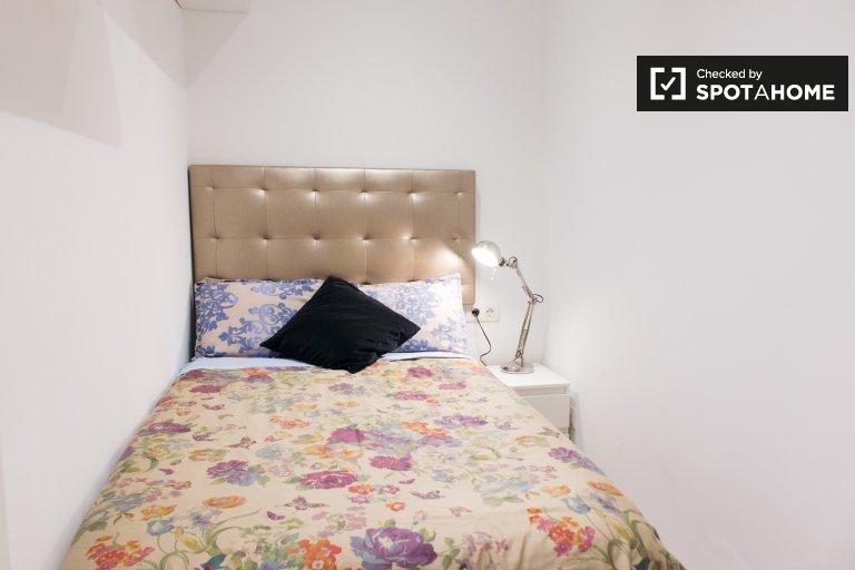 Chambre à louer dans un appartement de 3 chambres à Sarrià-Sant Gervasi